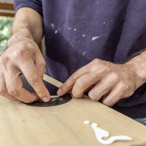 R11-Skis entstehen in präziser Handarbeit.