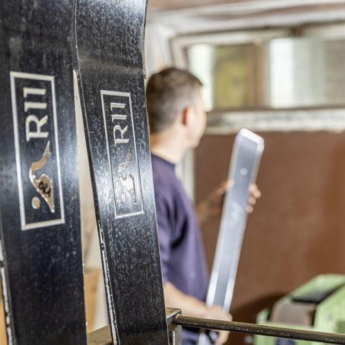 R11-Ski nach der Presse in der eigens konstruierten Skipresse.